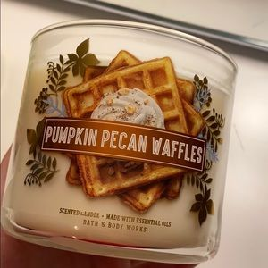 bath & body works Pumpkin Pecan Waffle candle